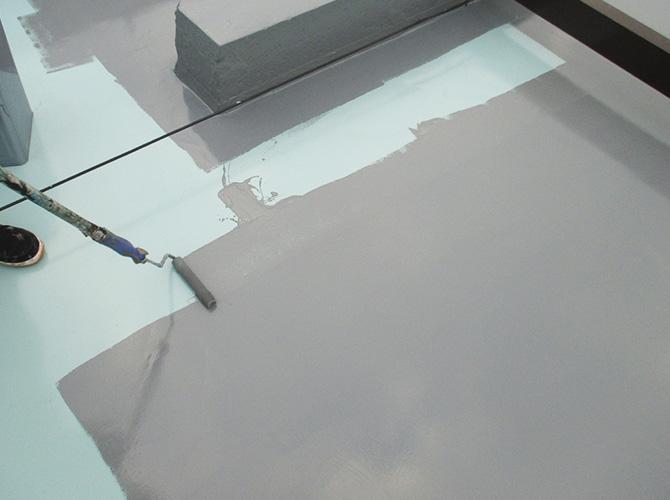 トップコート(保護材)の塗布で仕上げていきます。