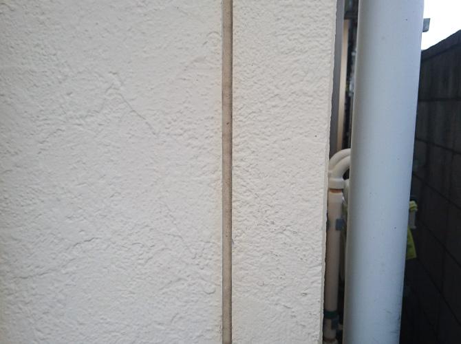 外壁目地部分のシーリング補修前のようすです。