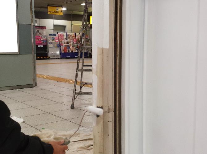 駅構内の鉄部塗装工事もお任せ下さい。
