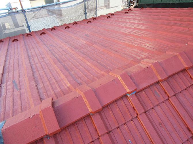 屋根葺き替え工事の施工前の状態です。
