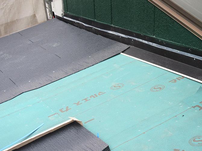 下地・防水シート・屋根材を設置していきます。