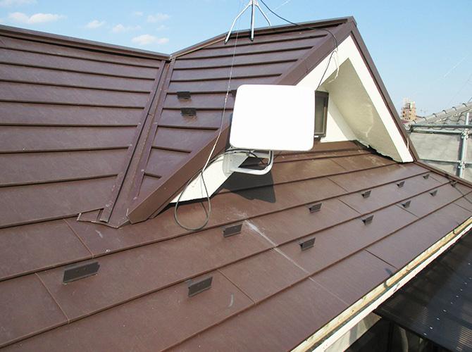 屋根の葺き替え工事施工完了後のようすです。