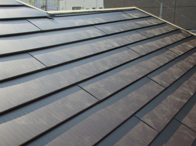 新しい屋根材に張り替え完了後のようすです。