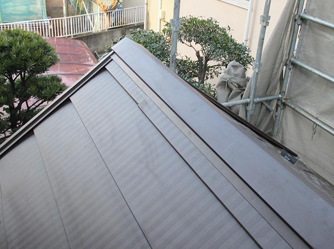 屋根板金の設置完了後のようすです。