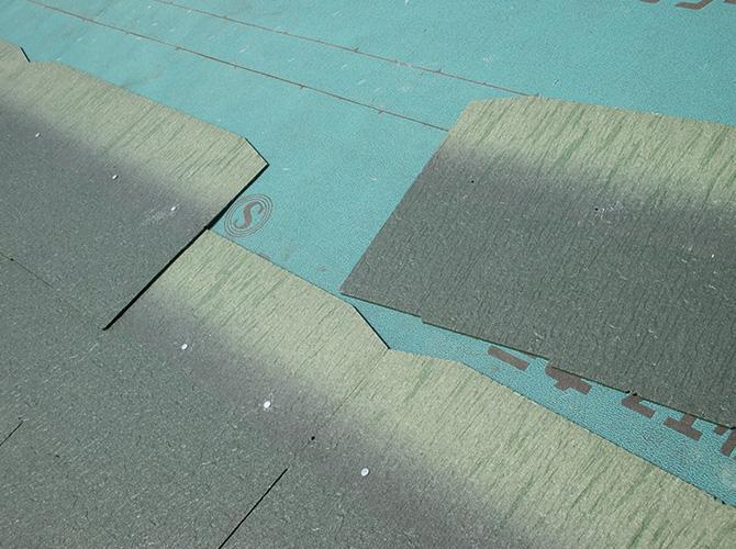 防水シート設置後屋根材を設置していきます。