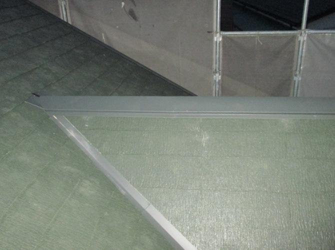屋根板金を設置して葺き替え工事の完了です。