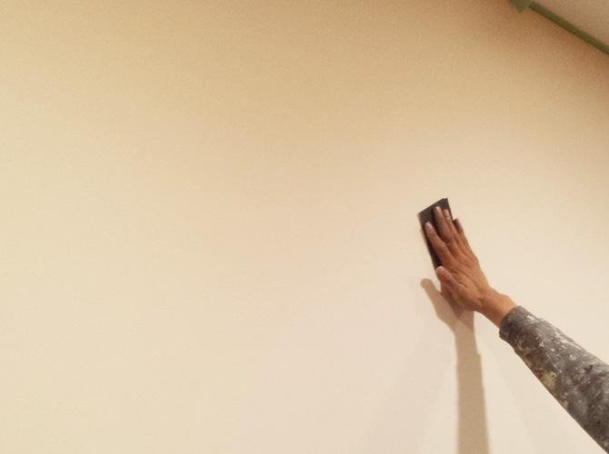 ケレンでキレイにすることで塗料の密着性を高めます。