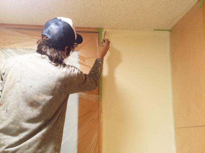 天井付近の塗装中のようすです。