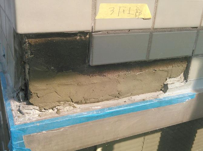 タイルの設置箇所にモルタルを塗ります。