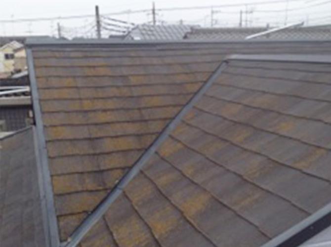 屋根の高圧洗浄の施工前です。