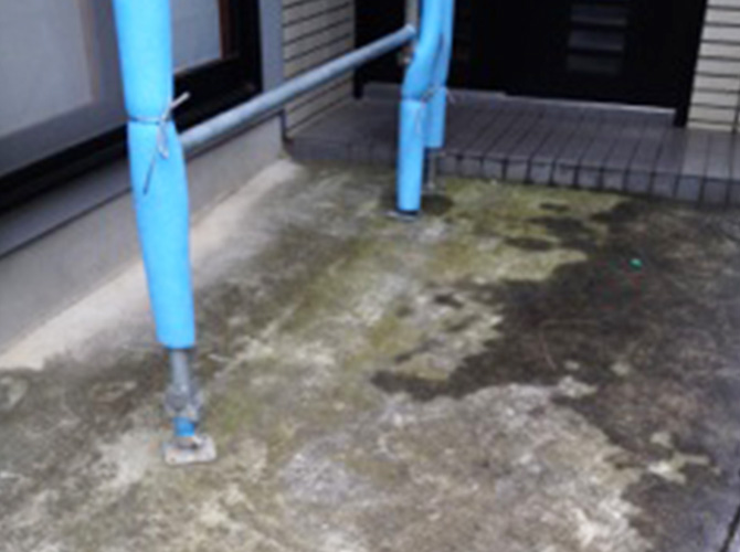 床部分の高圧洗浄の施工前です。