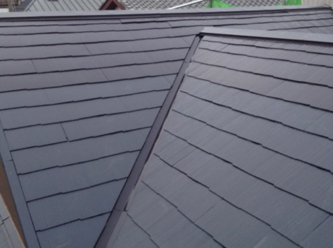 屋根塗装の上塗り施工後です。
