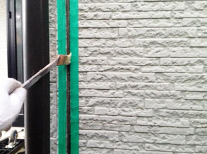 プライマーを塗布し密着性を高めます。