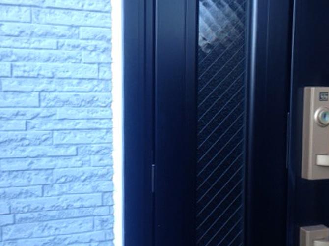 ドア廻りのシーリング工事完了後のようすです。