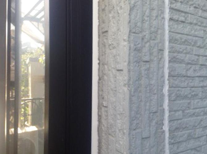 窓廻りのシーリング工事の施工完了後です。
