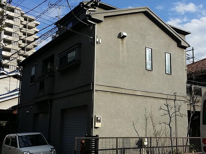 別な角度からの塗装工事施工前のようすです。