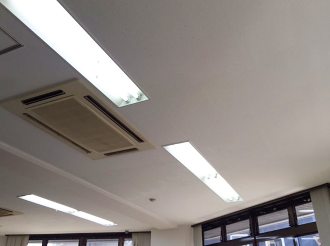 ビル天井塗装の施工完了後です。