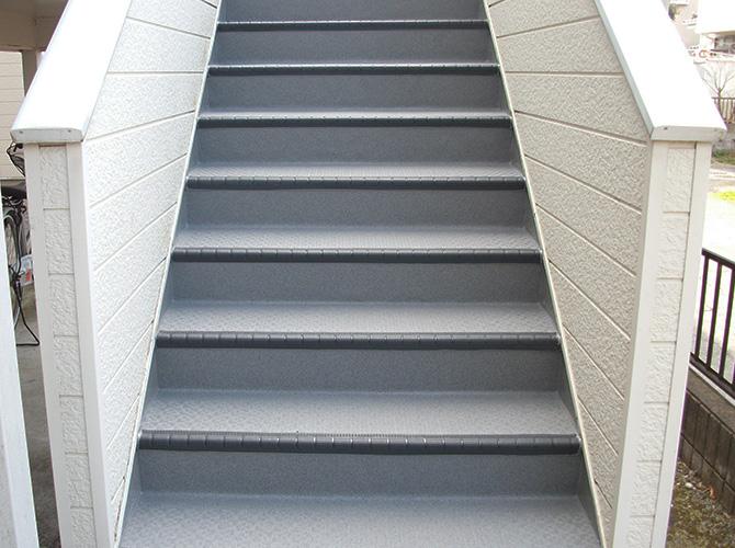 埼玉県春日部市アパートの外階段長尺シート工事の施工後