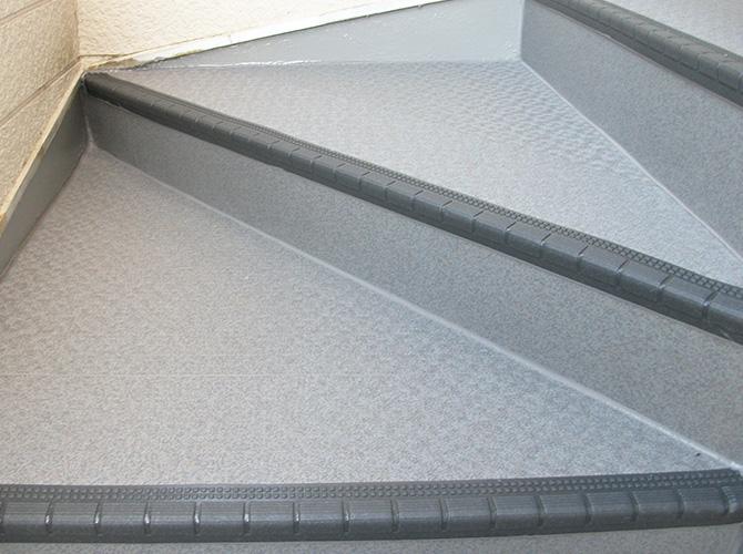 アパートの階段補修・外壁塗装はお任せ下さい。