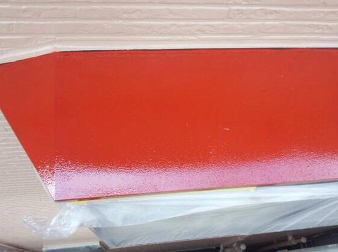 錆止め塗装後に上塗りを施工していきます。