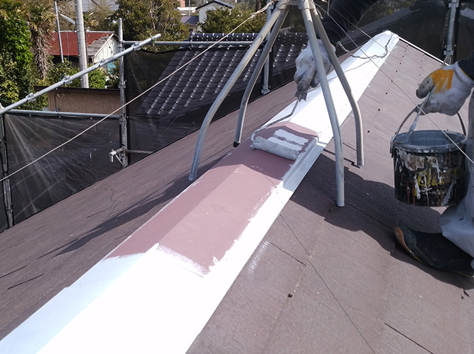 屋根鉄部の施工中のようすです。