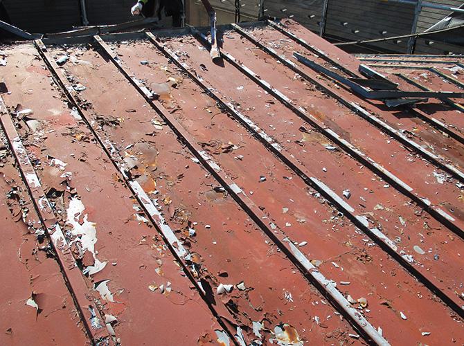 屋根葺き替えの施工前の状態です。