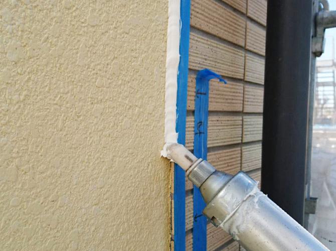 シーリング材で雨漏りなどの被害を防止します。