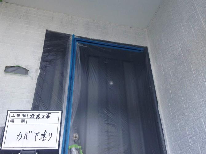 ドア廻りの下塗り完了後のようすです。