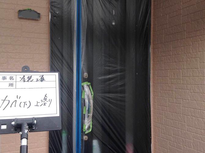 玄関まわりの上塗り施工後です。