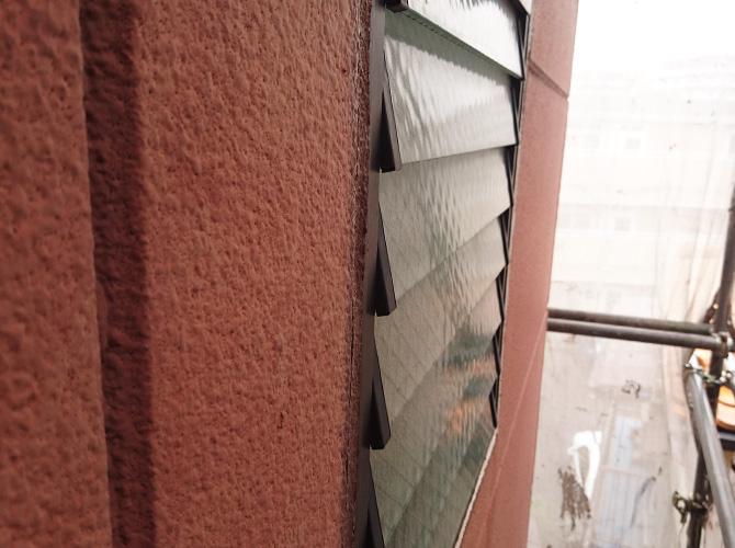 窓廻りのシール工事施工前の状態です。