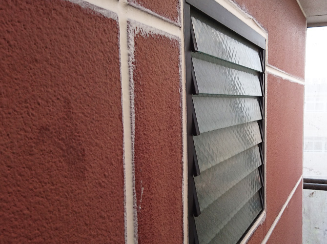 窓廻りのシール工事完了後のようすです。