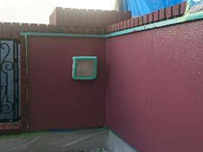 ベランダ内壁の中塗り完了後のようすです。
