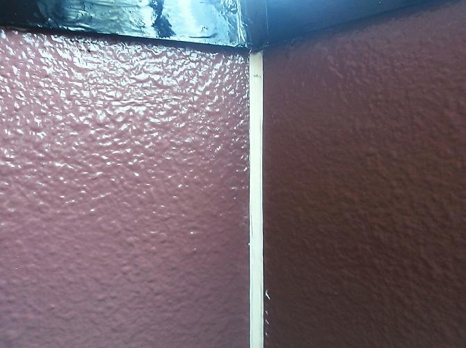 ベランダ内壁のシール完了後のようすです。