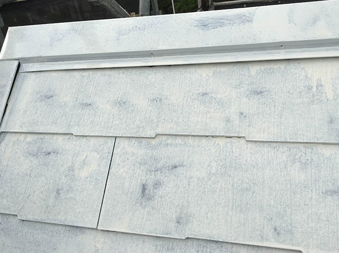 屋根塗装の下塗り完了後