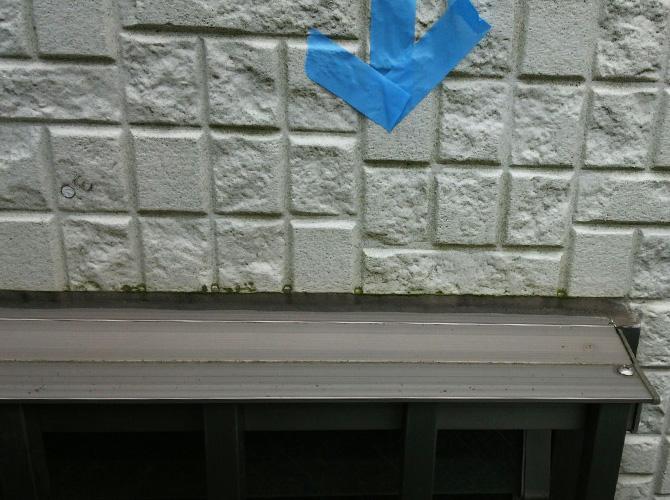 窓まわりのシール工事施工前の状態です。