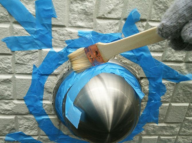 養生後プライマーを塗ってシールを打ち込みます。