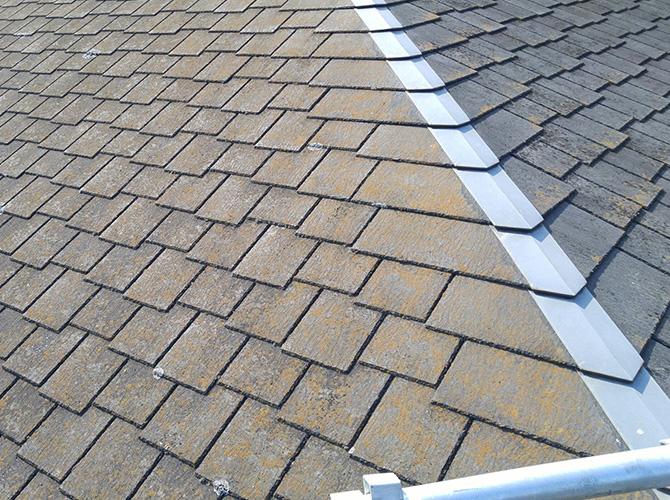 屋根の高圧洗浄施工前の状態です。