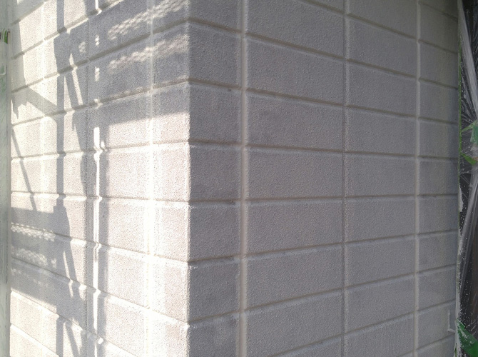 外壁塗装の下塗り完了後のようすです。