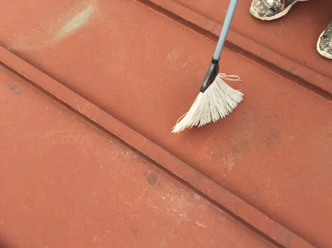 落とした汚れなどをしっかり掃除します。