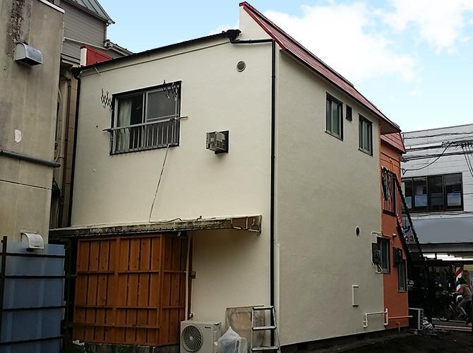 アパートの裏側から見た塗装完了後です。