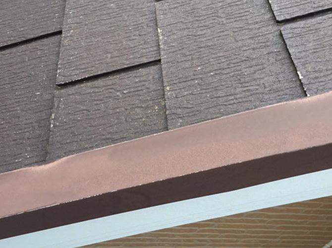 屋根鉄部のサビ止め施工前の状態です。