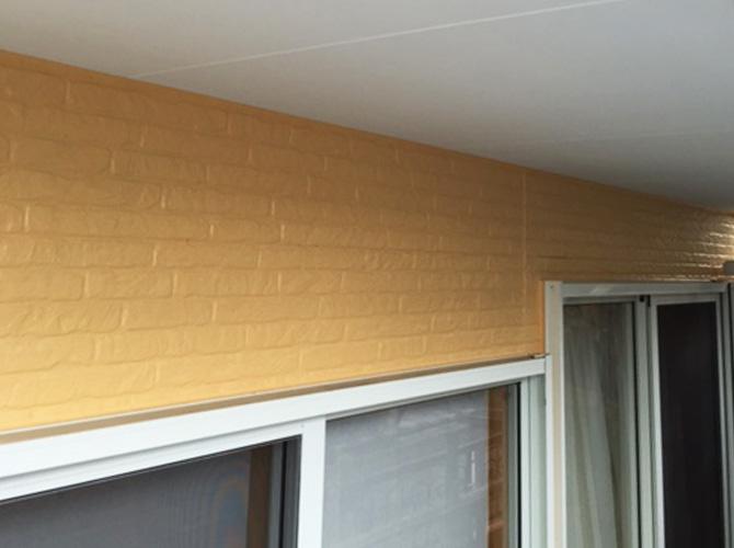 外壁と軒天塗装完了後のようすです。