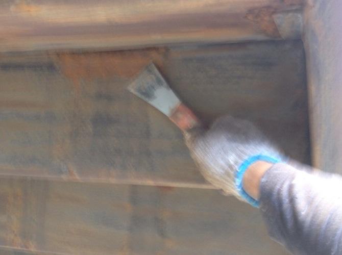 屋根ケレン作業の施工中です。