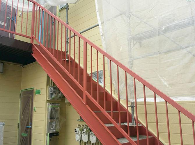 階段塗装の施工完了後です。