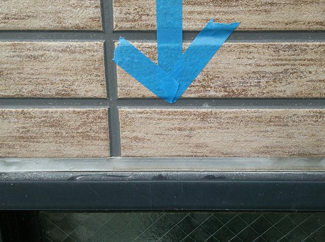 窓まわりのシール工事施工前のようすです。