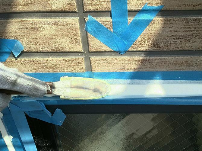 シーリング材を均一にする大事な工程です。