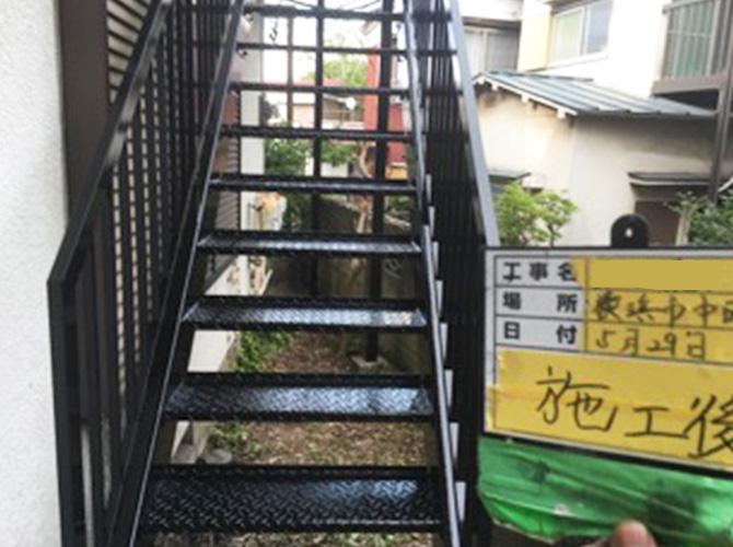 鉄骨階段サビ止め塗装完了後のようすです。