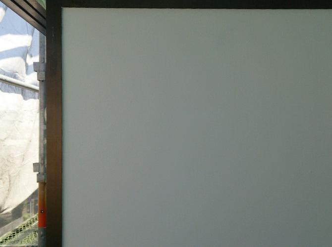 隔て板の塗装中のようすです。