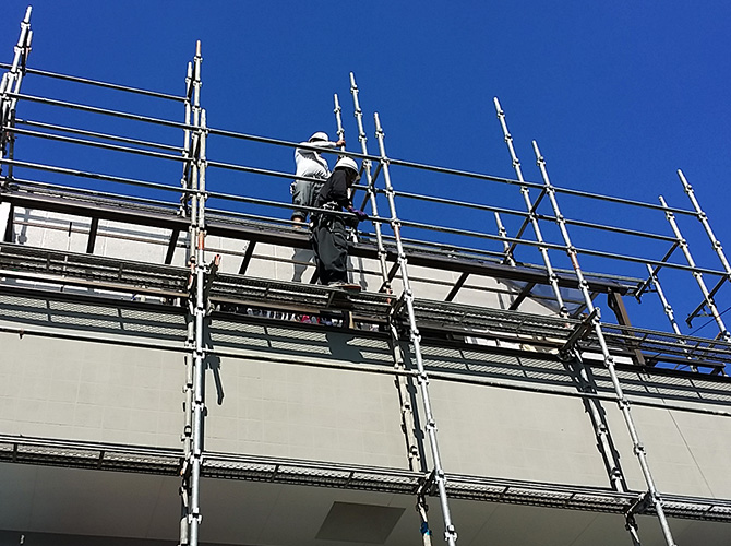 足場を撤去して塗装工事の施工完了となります。