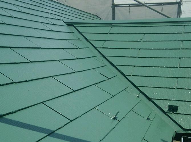 屋根の色は「クールミラノグリーン」での仕上げです。